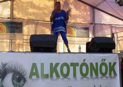 Szulák Andi az Alkotónők színpadán