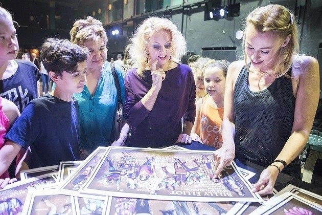 Ladinek Judit (középen) és Gallusz Nikolett (jobbra)_Billy Elliot - a Musical sajtótájékoztató_foto_Pályi Zsófia