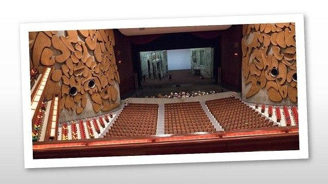 japán turné02 Tokyo Bunka Kaikan Lammermoori Lucia díszlettel