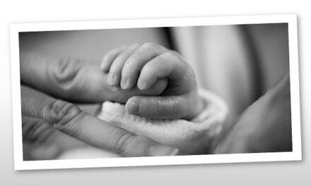 Tabáni István könnyekig hatódva vette kezébe kisfiát