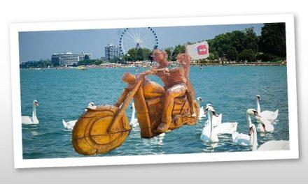 Szabadság szobor a Balaton partján